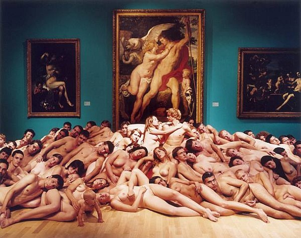 фото трусовок женщин и мужчин голых с рас крашеными телами